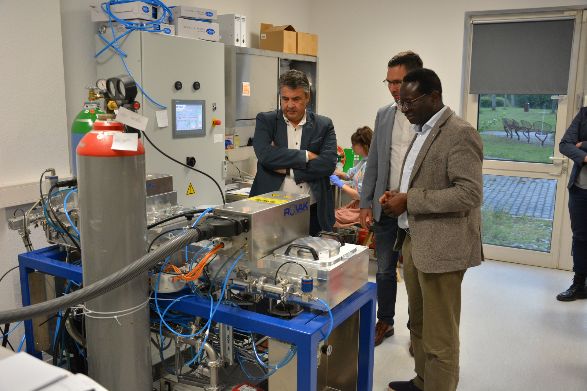 Read more about the article Sigmar Gabriel visited the Weinberg Campus